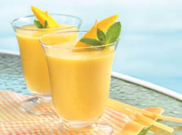 Mango'ana Peach Cardamom Breakfast Smoothie Recipe
