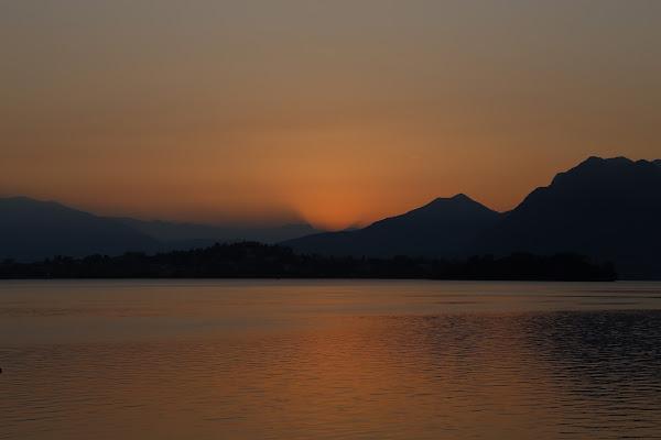 alba al lago di emil
