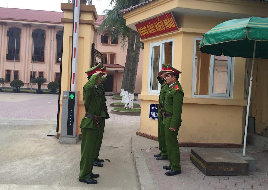 Đội Cảnh sát bảo vệ mục tiêu Tỉnh ủy thực hiện quy trình giao ca đổi gác