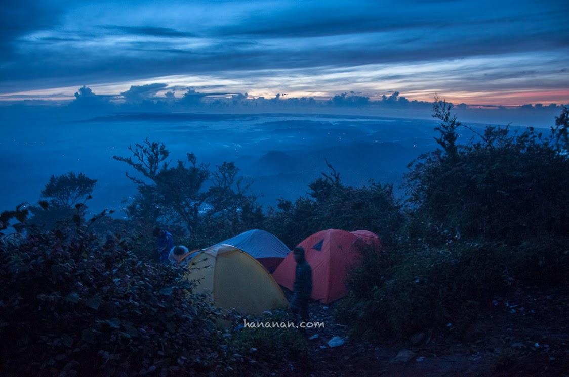 Menjelang pagi di puncak Cikuray.