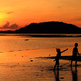 Playfully  by Quel Mirhan - Landscapes Sunsets & Sunrises ( color, silhouette, sunset, beautiful, children, horizon )