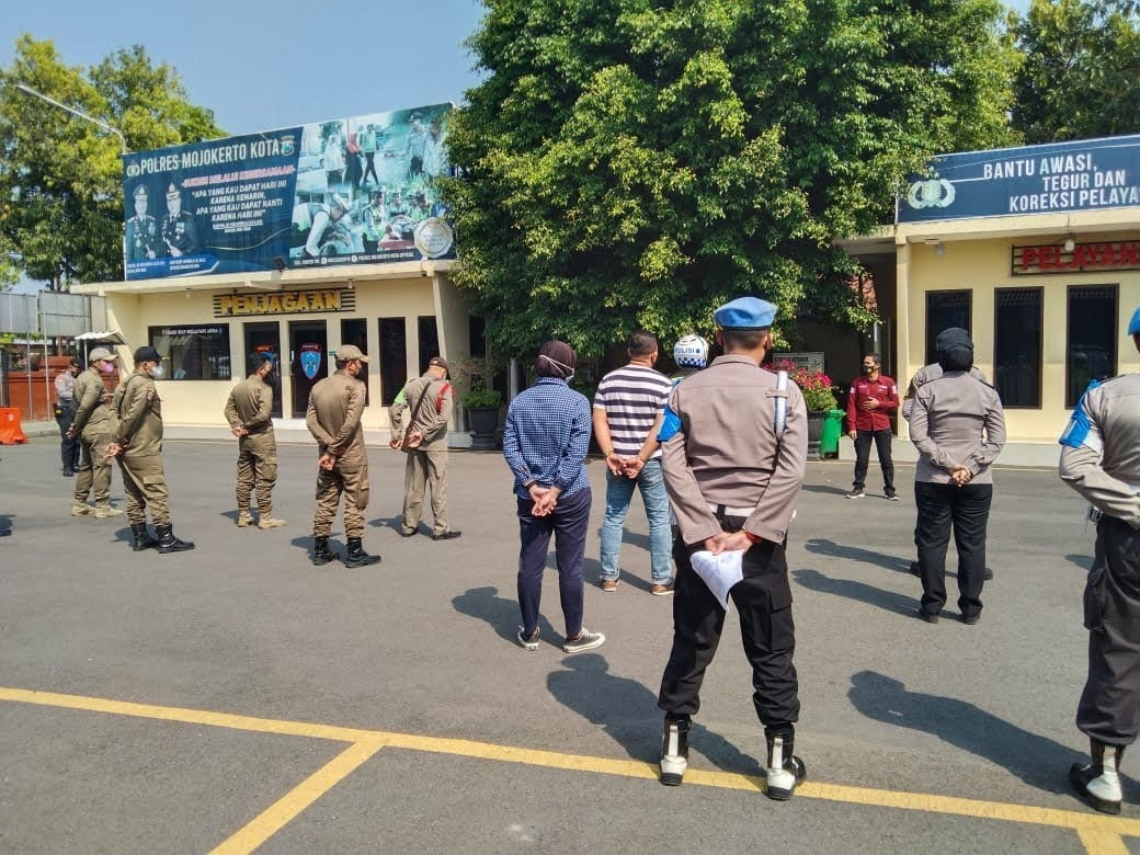Ops Yustisi Yang Dipimpin Kasubbag Humas Polresta Mojokerto,Jaring 20 Pelanggar Prokes