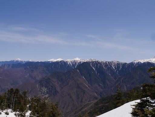 南アルプス方面(中央が塩見岳)