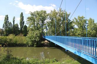 Photo: Ďalej sa držím toku Malého Dunaja, od tejto pešej lávky vo Vrakuni už bude pekný cyklochodník