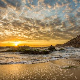 Sunrise in Estaleirinho Beach by Rqserra Henrique - Landscapes Beaches ( clouds, brazil, waves, rqserra, colorfull, sunrise, beach, rocks )