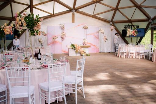 Свадебная площадка в «Валуево» за городом в Подмосковье