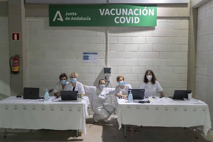 Foto de parte del equipo de vacunación.