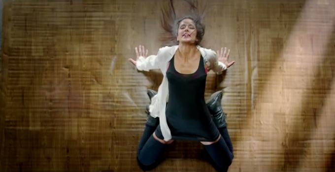 Katrina Kaif hot in kamli song dhoom 3