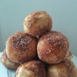 Baked Cinnamon Doughnut Holes (vegan).