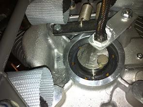 Photo: installation capteur vitesse moteur et au dessus mise en place des ressorts de compensation du poids du moteur 2 fois 20kg repris sur le bâti