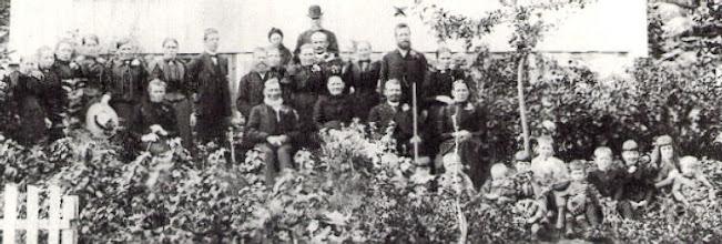 Photo: 1800 family of John Stenersen's wife Ingeborg Halversdtr.Oygardens
