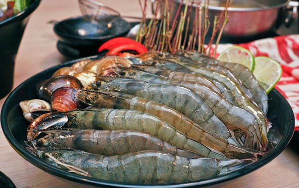 大初 Shabu Shabu 一台斤肉品,一打超大蝦與更多的文蛤,,雙人套餐『蝦蛤啦』太划算了!!國父紀念館美食