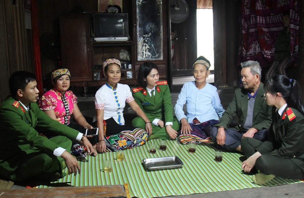 Công an huyện Thanh Chương tuyên truyền, phổ biến, giáo dục pháp luật cho bà con xã tái định cư Ngọc Lâm