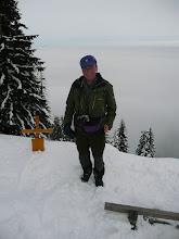 Photo: Reisebegleiter Rudi Simeth am Mittagsplatzl