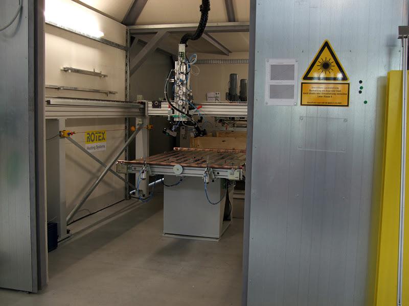 Photo: Laser-Schweißanlage in der Solarproduktion