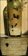 """Photo: En provenance de la cave de J.P. Morgan, une vieille bouteille de Chartreuse ! Modèle du 19ème siècle, """"A souvenir to His Friends"""". Une très belle pièce, évocatrice et chargée d'histoire. Au sujet de ce banquier amateur de liqueurs, mixologiste avant l'heure et personnage haut en couleur, voir : http://bit.ly/ZeB9dU"""