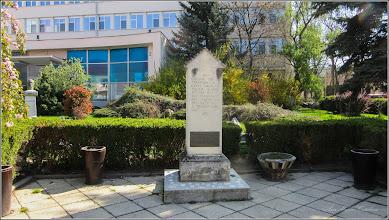 Photo: Piata 1 Decembrie 1918 - Copia Miliarului de la Aiton - 2017.04.15