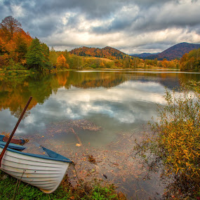 Fall in the mountain lake by Stanislav Horacek - Landscapes Waterscapes