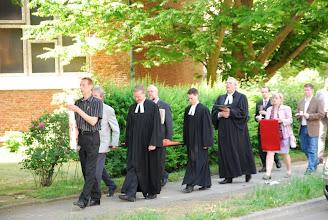 Photo: Ein letzter Weg an der Corvinuskirche vorbei