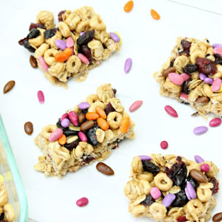 Healthy Honey Nut and Oatmeal Breakfast Bar.