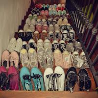 Moltitudini di scarpe di