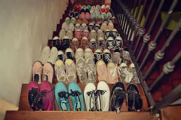 Moltitudini di scarpe di angyrose_photographer