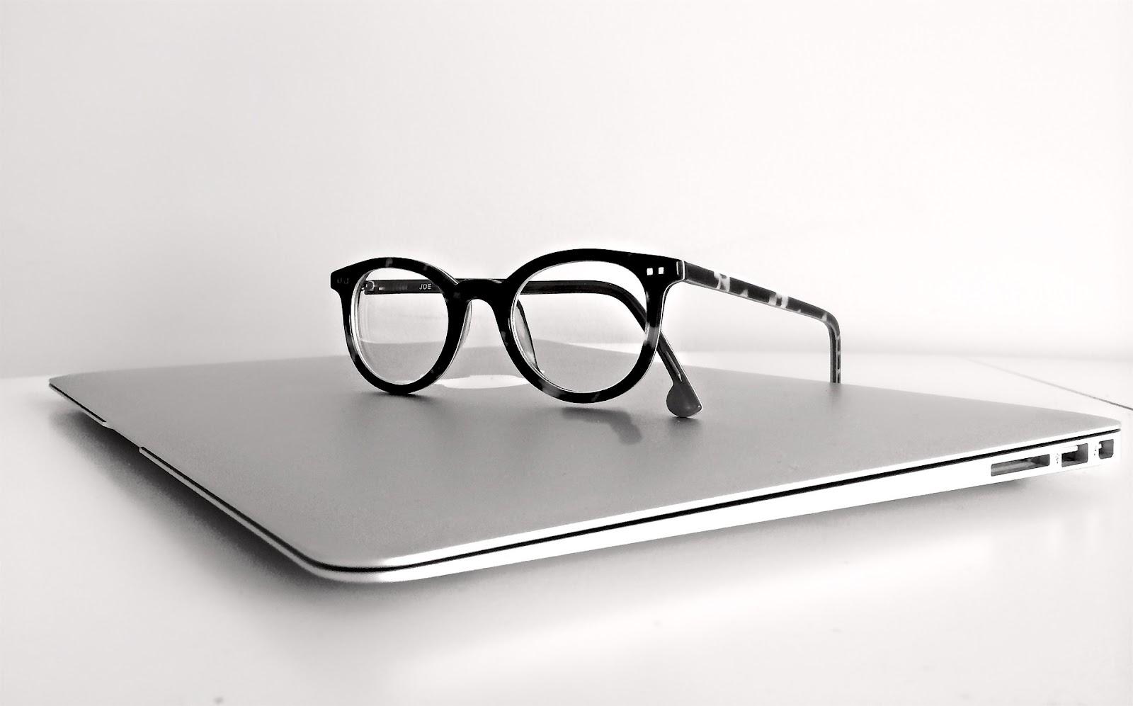 macbook-1526449_1920.jpg
