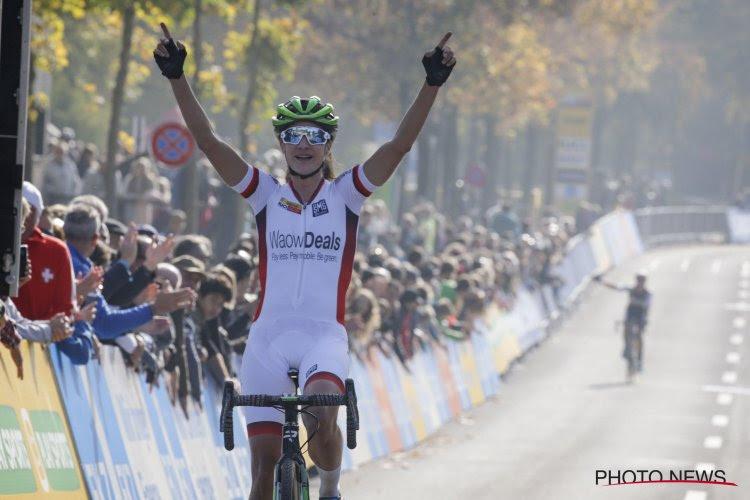 """Leidster in de Wereldbeker helemaal weg van van der Poel: """"Hij is een kunstenaar op de fiets"""""""