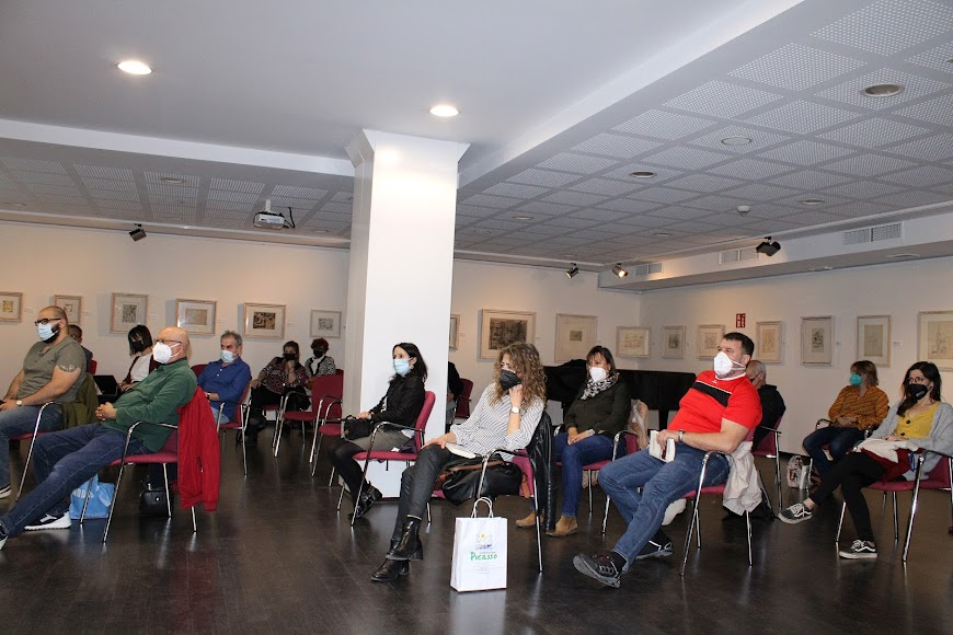 Público asistentes al acto literario.