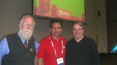 Photo: John Hall, Alfonso de la Guarda y Linus Torvalds en el Linuxcon