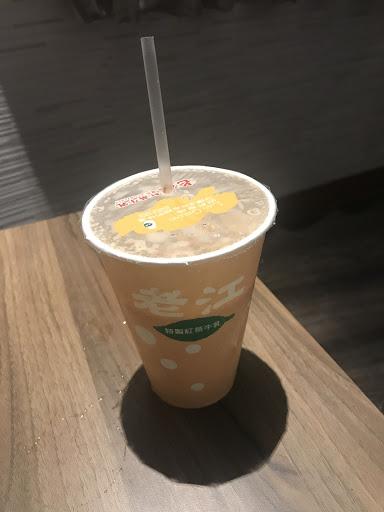 紅茶牛奶(冰) 有濃濃的咖啡香 下雨天竟然沒做熱的, 越喝越冷 XD