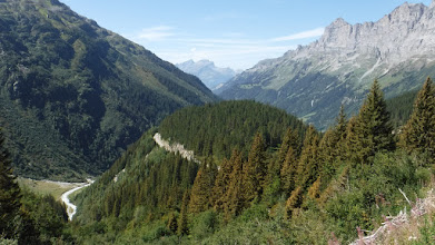 Photo: Jobbra Obwalden hegyei