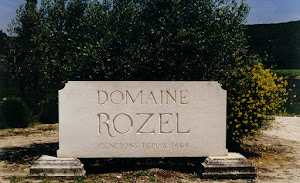 enseigne monumentale gravée sur pierre d'Estaillade Domaine Rozel Valaurie Drome Provençale