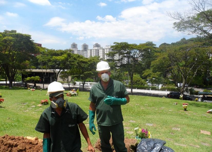 Y:\Sandra\Cemitério Congonhas\EVA\Parecer sobre o EVA - complementações 13 03 14\Fotos exumacoes\SAM_1572.JPG