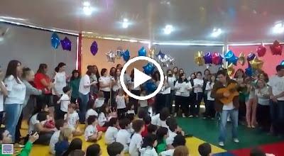 Video: Presepada dos pais para os formandos