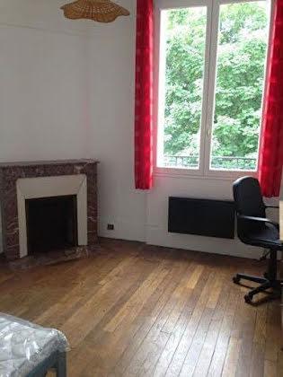 Location studio meublé 22,73 m2