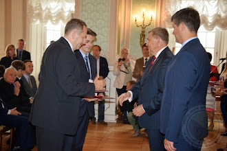 """Photo: Medale """"Diligentiae - za pilność"""" -  uczeń (absolwent) Maciej Jurewicz i nauczyciel Tomasz Włodarczyk (2.09.2014)"""