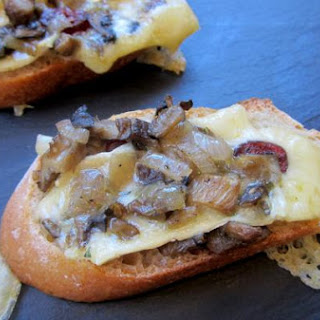 Rustic Brie Toasts with Wild Mushroom, Cranberry and Shallot