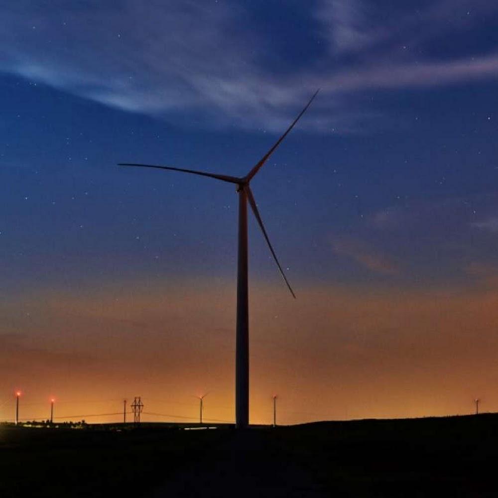 遠景照:黃昏時分的風車