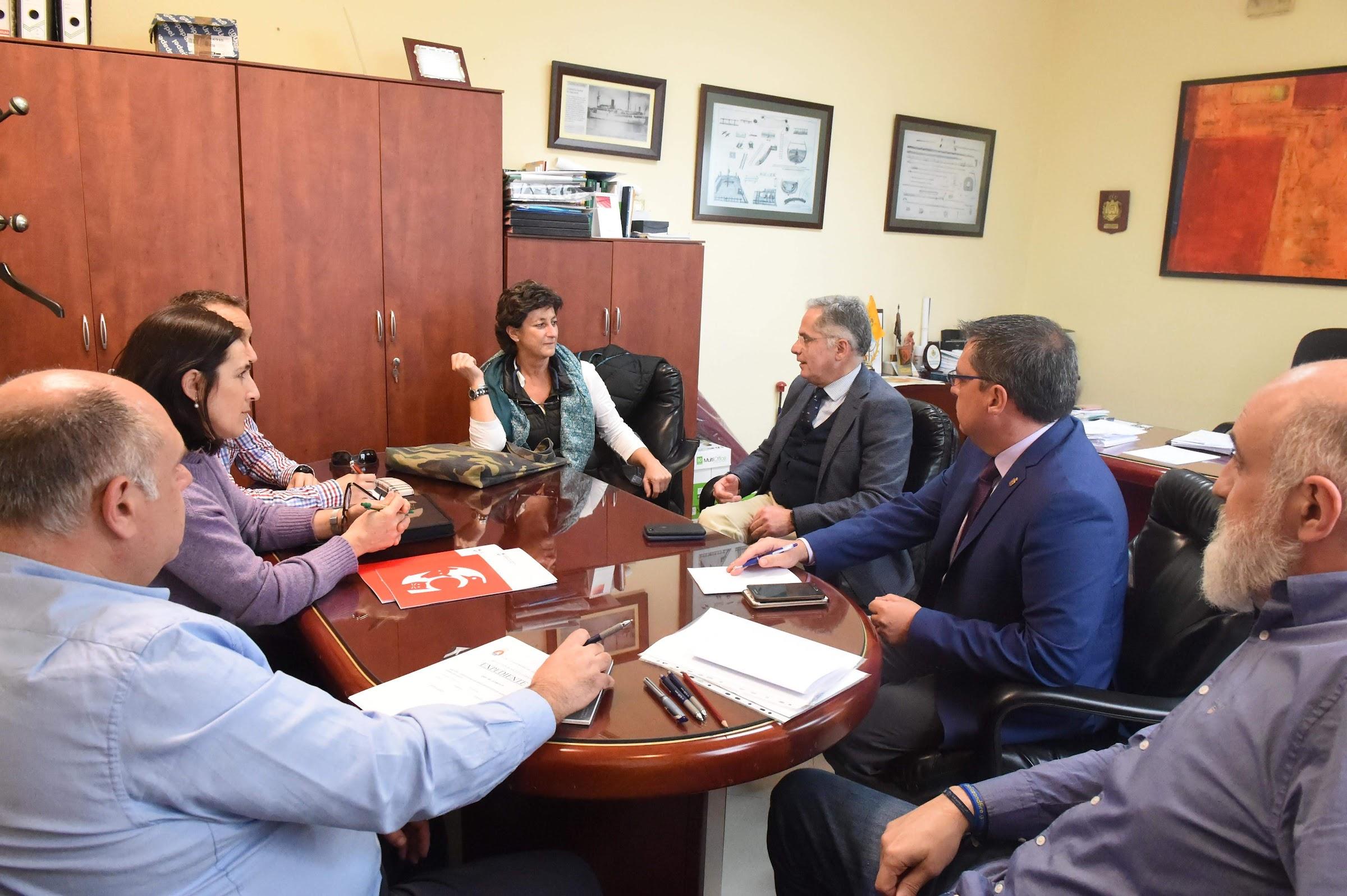 Muñoz Madrid se reúne con el Colegio Oficial de Veterinarios para desarrollar las colonias felinas