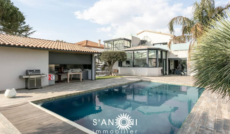 Maison avec piscine et terrasse Vias