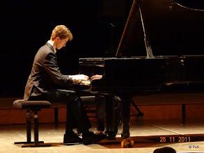 Photo: Tobias Wenting speelt 'Consolations' nrs. 4 en 5