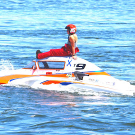 Dead in the Water by Rob Bradshaw - Sports & Fitness Watersports ( columbia river, sports & fitness, howard amon park, race, richland, watersports, dead in the water, washington, hydroplane )