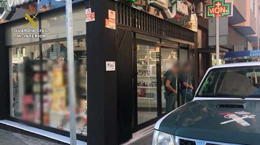 Detenido un joven por dos robos con violencia en una farmacia de Las Norias