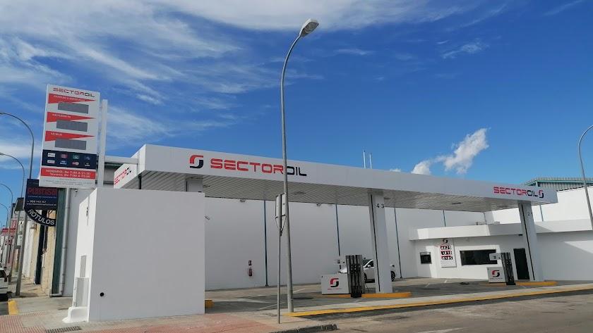 Sector OIL. Nueva estación de servicio en Huércal de Almería, a 300 metros de Parque Comercial CEMAR.