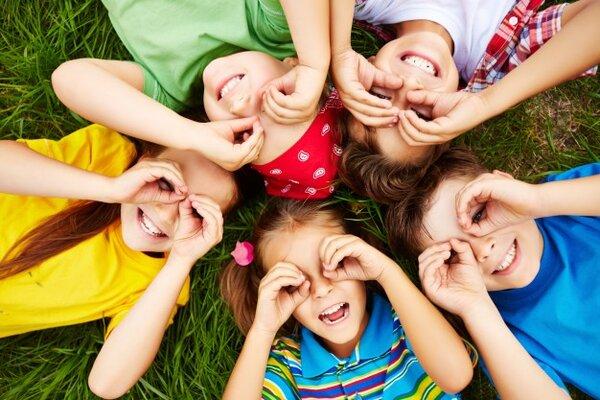 Montessori là phương tiện để trẻ giao lưu với thế giới