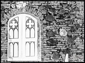 Photo: Der aus Findlingen errichtete Kirchturmsockel der St.-Marien-Kirche Flemendorf ist aus dem 15. Jahrhundert.