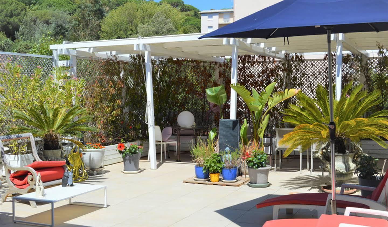 Appartement contemporain avec terrasse en bord de mer Cannes la bocca