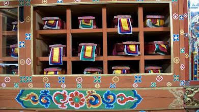 Photo: In der Nationalbibliothek Bhutans werden traditionelle Schriften aufbewahrt.