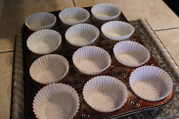 Heat oven to 400 degrees. Line 12 regular size muffin cups with paper baking...